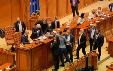 Gorghiu cere sanctionarea parlamentarilor partidului extremist AUR pentru agresiunea asupra lui Florin Roman