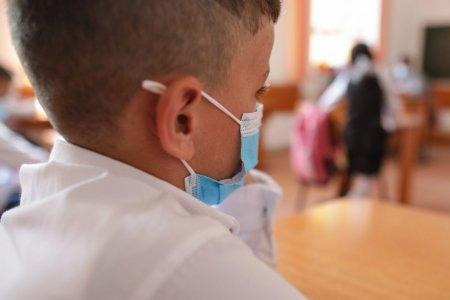 Peste 4.000 de copii nevoiasi din Galati si Braila au primit ghiozdane si rechizite de la Arhiepiscopia Dunarii de Jos (FOTO)