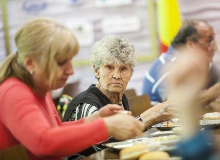 Beneficiarii de ajutor social vor primi <span style='background:#EDF514'>INDEMNIZATIA</span> inca 6 luni daca se angajeaza