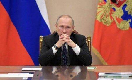 CU CATEVA ZILE INAINTE DE ALEGERILE PARLAMENTARE DIN RUSIA  Vladimir Putin a aprobat cresterea salariilor personalul din politie si <span style='background:#EDF514'>ARMATA</span>