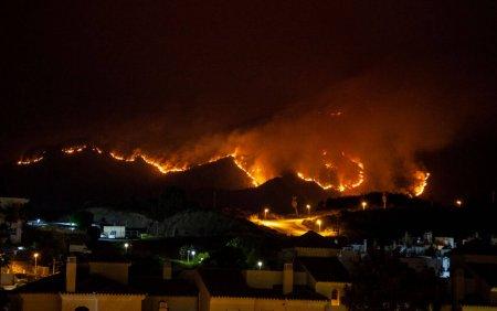 MAE a emis o atentionare de calatorie pentru turistii care merg in Spania. Incendiu de <span style='background:#EDF514'>VEGETATIE</span> urias in Malaga