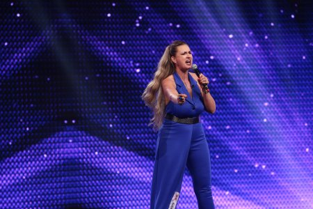 X Factor 2021, 13 septembrie. <span style='background:#EDF514'>MONIC</span>a Silaghe a interpretat I'll Never Love Again - Lady Gaga si Without You- Mariah Carey