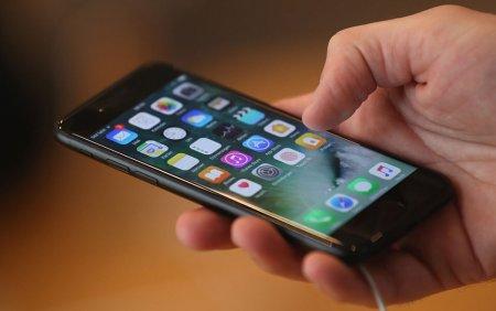 De ce nu e bine sa atasezi iPhone-ul pe o motocicleta. Avertismentul lansat de Apple
