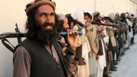 Talibanii le-ar putea in<span style='background:#EDF514'>TERZIC</span>e femeilor afgane sa lucreze alaturi de barbati