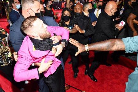 Scandal pe covorul rosu, la gala MTV Video Music <span style='background:#EDF514'>AWARDS</span> (VIDEO)