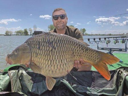 Afaceri de la zero. Bogdan Caba si-a transformat pasiunea pentru pescuit intr-o <span style='background:#EDF514'>AFACERE</span> de familie cu mai multe lacuri in judetul Dambovita si 18 casute destinate pescarilor si familiilor lor
