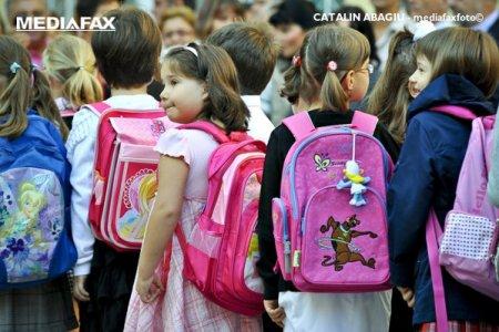 Al doilea an scolar inceput in pandemie: 99,7% din cei aproape 3 milioane de elevi si prescolari au inceput scoala in format fizic