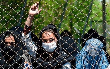 Oficial taliban: Femeile afgane nu au voie sa lucreze alaturi de barbati. Unde le va fi permis accesul