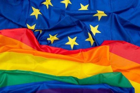 Casatoriile si parteneriatele intre persoane de <span style='background:#EDF514'>ACELASI SEX</span> ar trebui recunoscute in intreaga UE. Comisia ar trebui sa ia masuri impotriva Romaniei, Ungariei si Poloniei