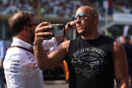 Vin Diesel isi bulverseaza fanii. Cum arata in cele mai recente poze dupa ce a surprins pe un iaht cu