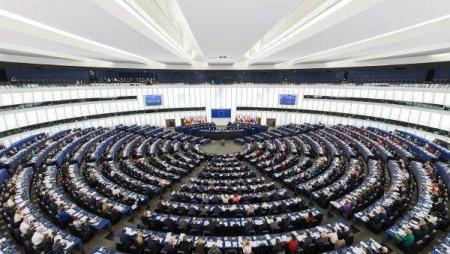 PARLAMENTUL EUROPEAN: Casatoriile si parteneriatele intre persoane de <span style='background:#EDF514'>ACELASI SEX</span> ar trebui recunoscute in intreaga UE