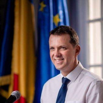 MOSTEANU: 'Am facut o solicitare catre presedintii Parlamentului de convocare a plenului reunit pentru dezbaterea motiunii de cenzura'
