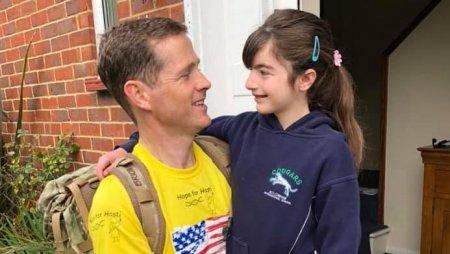Gestul unui britanic pentru fiica sa: mars descult de 2.000 de kilometri, ca sa stranga bani pentru cercetarea bolii rare a micutei