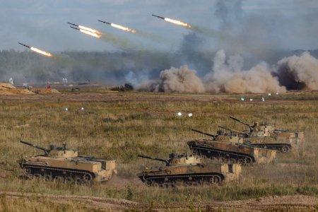 Ce mesaj transmit manevrele militare masive ale Moscovei, supervizate de Putin chiar inainte de alegerile parlamentare din Rusia