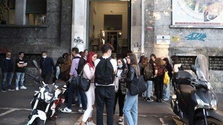 Studentii vaccinati primesc gratuitati la cazarea in <span style='background:#EDF514'>CAMIN</span>e, in Brasov