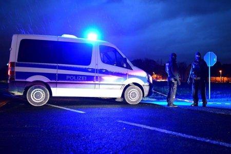 Un <span style='background:#EDF514'>BEBE</span>lus a murit in Germania, dupa ce a cazut pe geam, de la etajul al patrulea, in timp ce mama lui gatea