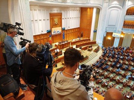 Protest AUR in Camera Deputatilor: Supuneti la vot motiunea!