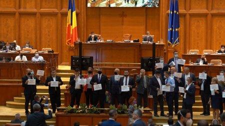 Scandal in Camera Deputatilor, dupa ce sedinta a fost intrerupta de un protest al parlamentarilor AUR