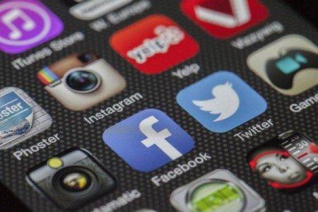 Facebook si <span style='background:#EDF514'>TWITTER</span> primesc noi amenzi in Rusia