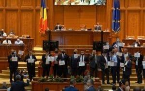Parlamentarii AUR au blocat sedinta Camerei! Supuneti la vot motiunea