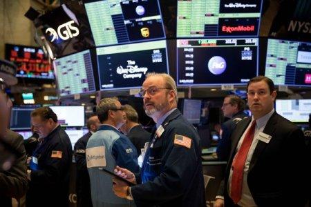 Piete bursiere americane scad din nou, in po<span style='background:#EDF514'>FIDA</span> unui inceput promitator al sedintei de tranzactionare, alimentat de reducerea temerilor cu privire la inflatie. Dow Jones, minus 0,3%