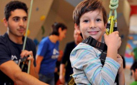 Terapie prin esca<span style='background:#EDF514'>LADA</span> pentru copiii cu nevoi speciale din Romania. Sustine misiunea Climb Again