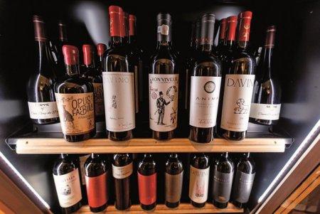 O veste buna pentru <span style='background:#EDF514'>IUBITO</span>rii de vinuri. Festivalul RO-Wine organizat de fratii Popescu de la Fratelli si de catre Marinela Ardelean revine cu o editie aniversara