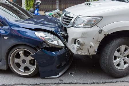Service-urile auto, speriate de posibilul faliment al City Insurance. Refuza <span style='background:#EDF514'>SOFERII</span> pe banda rulanta
