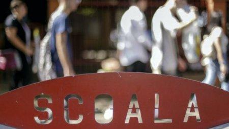 Senat: Elevii din invatamantul primar vor putea beneficia de transport gratuit pana la unitatea de invatamant