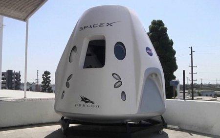 Space X se pregateste sa lanseze primul zbor turistic in spatiu. Cine se va afla la bord