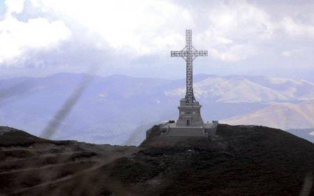 Crucea de pe Caraiman, cinstita de militari. <span style='background:#EDF514'>IMNUL</span> Romaniei a rasunat la 2291 de metri