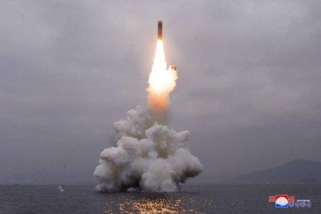 Coreea de Nord a lansat doua rachete balistice in largul coastei sale de est