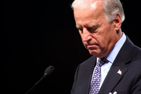 Cine ii controleaza microfonul si deciziile lui Joe Biden? Jurnalist Deutsche Welle: Exista o pers<span style='background:#EDF514'>OANA E</span>nigmatica