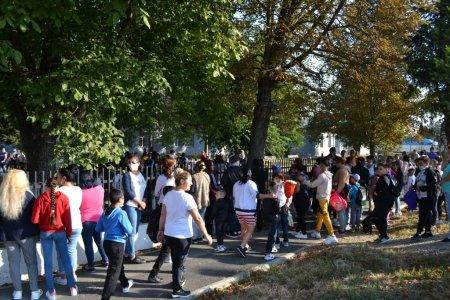 Reportaj la singura scoala rurala care va functiona dupa programul lui Iohannis Romania Educata. Fara teze, ore alternativ online si in sala de clasa