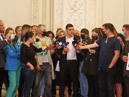 Nou protest AUR in Parlament fata de neintroducerea motiunii de cenzura la vot