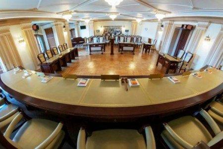 CCR admite sesizarea presedintelui Iohannis privind Legea care pedepseste incitarea la ura sau discriminare