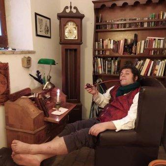 FOTO Italianul care traieste ca un hobbit. Actorii din Stapanul Inelelor sustin initiativa acestuia