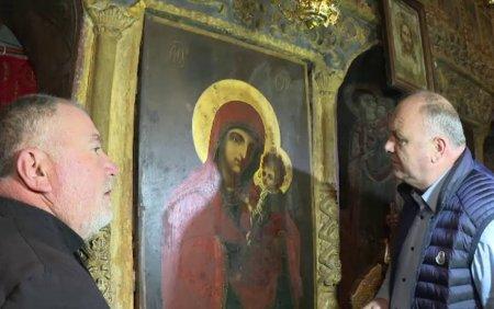 Minune intr-o biserica din Gorj: o icoana a inceput sa lacrimeze. Parinte, parinte, plange Maica Domnului!