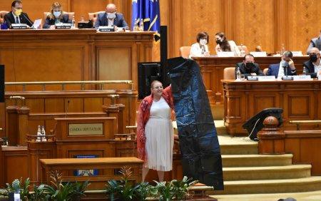 <span style='background:#EDF514'>YOUTUBE</span> a inchis contul oficial al Senatului Romaniei din cauza declaratiilor Dianei Șosoaca. Ce a spus senatoarea VIDEO