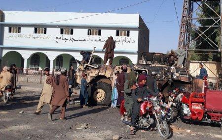 Mesajul surprinzator al unui guvernator taliban catre Vest: Intoarceti-va cu bani, nu cu arme!