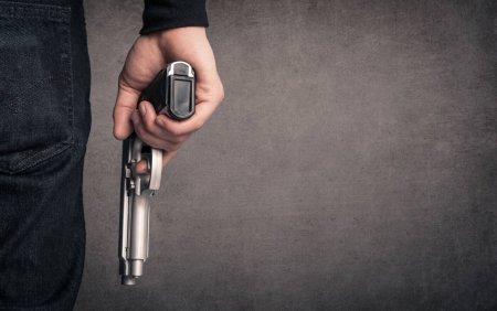 Dupa ce sotia si <span style='background:#EDF514'>FIUL</span> i-au fost ucisi, un barbat a platit un asasin sa il impuste. Ce s-a intamplat apoi