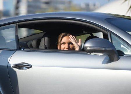 <span style='background:#EDF514'>CAT COSTA</span> limuzina cu care Simona Halep si sotul ei au venit la nunta. Tatal sportivei, ceas care valoreaza o avere