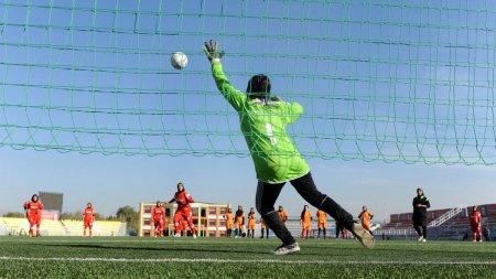 Junioarele echipei afgane de fotbal feminin s-au refugiat in <span style='background:#EDF514'>PAKISTAN</span>. Ce le-a spus lidera lor dupa ce talibanii au preluat puterea