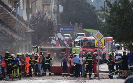 FOTO. Explozie uriasa in Cehia. O casa s-a prabusit complet. Doi pompieri au murit