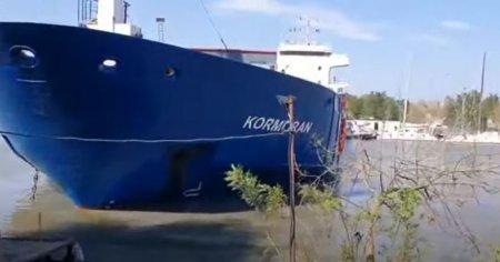 O nava incarcata cu grau a lovit trei ambarcatiuni stationate la mal, pe canalul Sulina, dupa ce a ramas fara motor