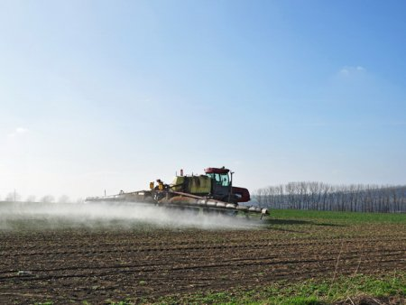 Pretul mic al terenului agricol din Romania atrage apetitul investitorilor <span style='background:#EDF514'>STRAINI</span>
