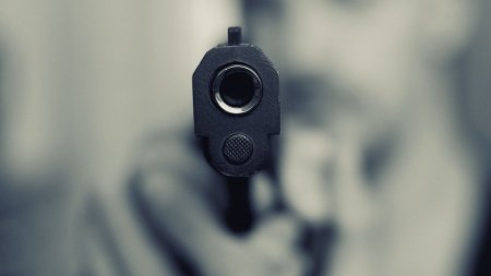 Trei barbati loviti cu masina, amenintati cu arma si batuti crunt, la coborarea de pe munte, in Rebra, Bistrita-<span style='background:#EDF514'>NASAUD</span>
