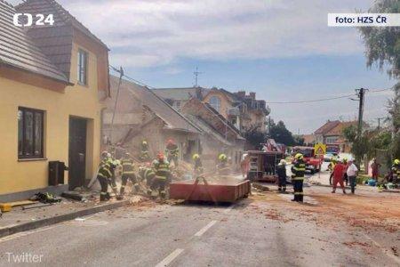 Cel putin doua persoane au murit, dupa ce o cladire s-a prabusit in urma unei explozii in Cehia