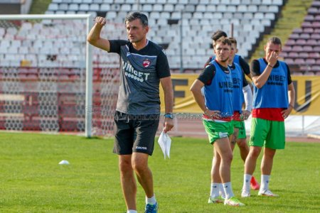 Obisnuit cu haosul! Noul antrenor al lui Dinamo, marcat de ultima experienta importanta: Probleme financiare, datorii, patronul a oprit finantarea!