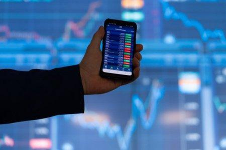 Bursa. Analiza companiilor din BET: astazi Petrom. Multiplii de tranzactionare pe baza rezultatelor din S1/2021, companii similare din regiune si perspective. Din 20 septembrie 2021 actiunile Petrom vor fi incluse in structura <span style='background:#EDF514'>INDIC</span>elui FTSE Russell. De la inceputul anului 2021 actiunile SNP au plus 29%